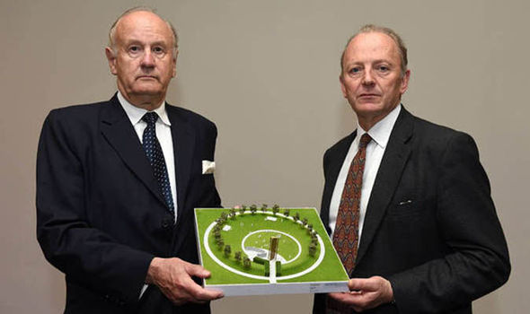 Sir Hugh Orde and Lord Stevens holding a model of the new UK police memorial